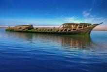 Photo of Решением суда из Байкала уберут загрязняющее озеро полуразрушенное судно»